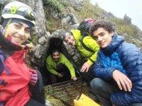 Visita a la cueva de las Agujas